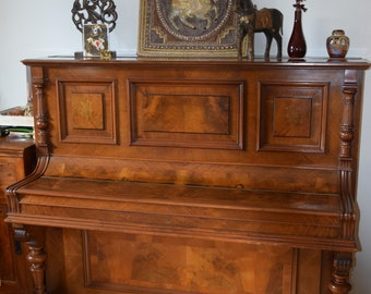 Beautiful antique piano from 1900