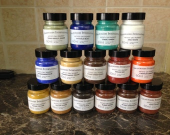 Pigments for artists and painters(15 plastic jars 60 ml each).Lamp black,burnt sienna,indian yellow,phthalo blue,terre verte yellowish e.t.c