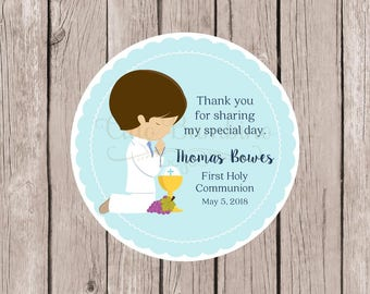 First Holy Communion Favor Tags in Pastel Blue / Personalized Labels for Communion Party / Choose Hair & Skin Color / Set of 12 - HC14