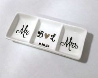 Personalized Mr and Mrs Ring Dish, Ring holder, Bridal shower gift, Wedding gift, Personalized Ring dish, Engagement gift, Ring Dish