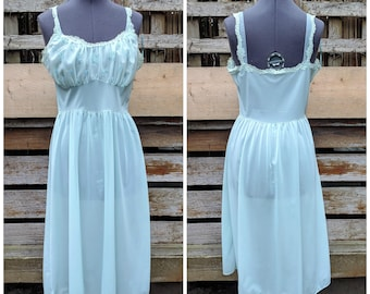 Vintage 1950 or 60's aqua ocean blue VAN RAULTE 100% nylon and embroidered lace detail slip size 34