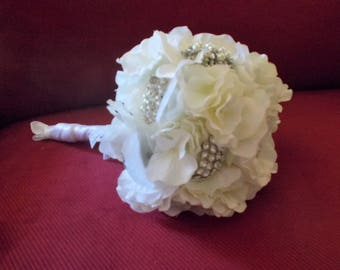 White broach bouquet