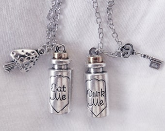 Alice in Wonderland necklace (Drink me, Eat me)