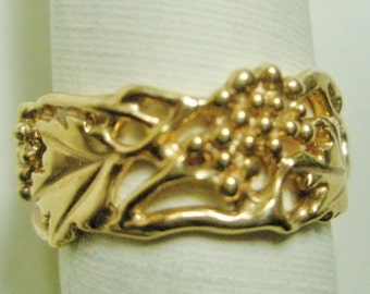 14k Gold Grapes, Leaves and Vines Band