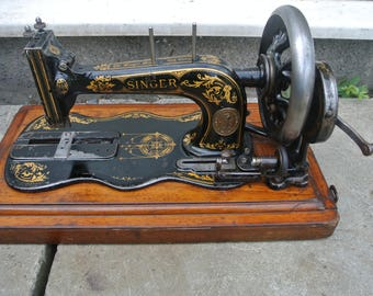 Antique Victorian Singer 12K Fiddle Base Sewing Machine without case