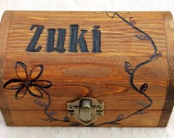 Personalised wooden keepsake treasure box (small) - Wood box with lid custom decorated using pyrography - Treasure chest box