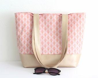 """Sac cabas, sac à main en simili cuir beige irisé et coton imprimé """"écailles"""" rose et doré"""
