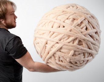Chunky yarn  100% Merino Wool 19 microns. Huge skein of super chunky yarn .The thickest yarn on the market. Giant yarn by woolWow