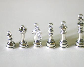 "Set of 6 ""Game of chess"" silver color charms"