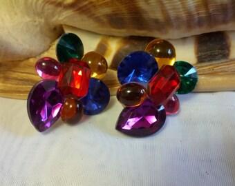 Classic colored plastic beaded pierced earrings