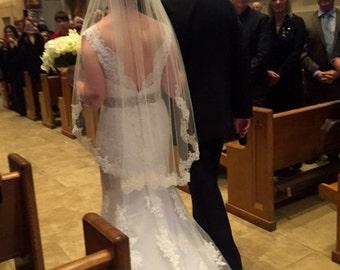 SIGNATURE OBB Fingertip Wedding Veil - Lace Veil Wedding Lace Fingertip Veil -Lace Bridal Veil, Ivory Veil, Short Veils with Lace Mid Length