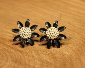 Black / White Daisy Clip On Earrings, item #188