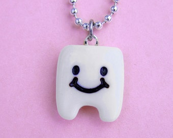 Pearly White Tooth Necklace - Cute happy smiley tooth  (D1E2)