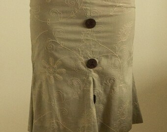 Light grey cotton skirt  with dark brown buttons