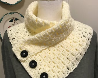 Rustic button cowl crocheted