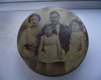 Vintage 1930's Biscuit/Toffee Tin With British Royal Family Photograph