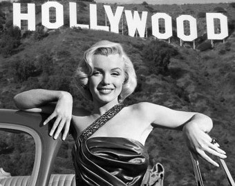 Marilyn Monroe In Front Of The Hollywood Sign 1950s