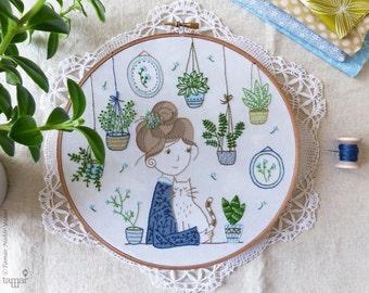 DIY kit, Embroidery hoop art, Embroidery Kit - Hair Bun Girl - Christmas art, Modern hand embroidery, Craft kit, Hand embroidery, Broderie