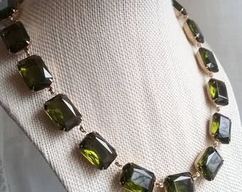 green statement necklace, olive necklace, collet, Anna Wintour necklace, Ralph Lauren, tourmaline necklace, Georgian jewelry.
