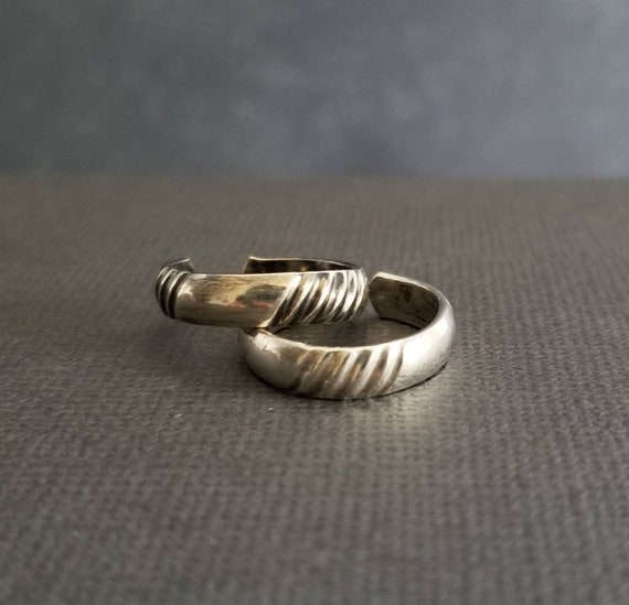 Diagonal Striped Sterling Silver Toe ring, Wide Toe Ring, Body Jewelry, Etched Ring, Made in Canada, Midi RIng