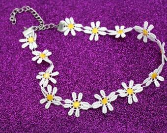 Daisy Choker / 90s / Flower Necklace / Chokers / Grunge / Kitschy / White Choker / 90s Choker / Choker Necklace