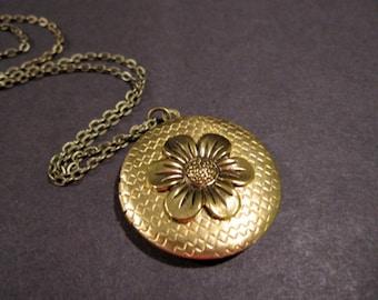 Flower Locket, Keepsake Locket, Woodland Flower, Boho Locket, Bohemian Necklace, Wild Flower, Photo Locket,  Floral, Round, Mother's Day