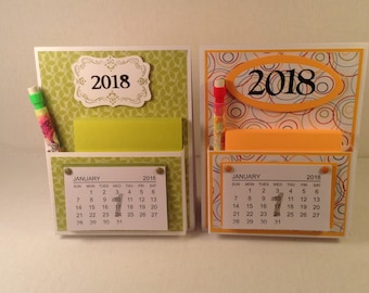 DESKTOP CALENDAR with pen and pad