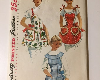 OOP HTF  Vintage Sewing Paper Pattern Apron NEW uncut factory folded one size sweet heart simplicity 1359