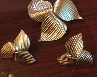 Gorgeous large vintage gold broach earring set