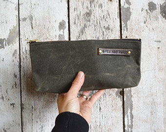Medium Waxed Canvas Pouch in Moss, Pencil Case, Cosmetic Case, Makeup Bag, Zipper Pouch, Canvas Pouch, Bags and Purses, Zip Pouch, Canvas