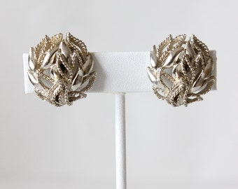 Vintage Lisner Silvertone Leaf Clip On Earrings