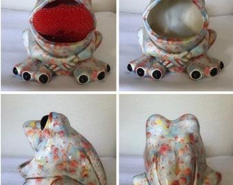 Ceramic frog scrubby holder, frog sponge holder,kitchen decor,frog decor,scrubby holder,spongeholder,housewarming gift,frog lover gift,frog