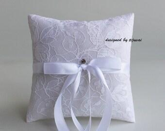 Vintage style, white Wedding pillow, Ring bearer, rings cushion, Wedding decoration-ring bearer pillow, wedding rings pillow, wedding pillow