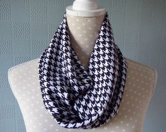 Black and white snood scarf, dog tooth scarf, black checked cowl,, black and white dog tooth check scarf