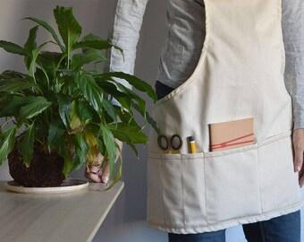 SHORT GARDEN APRON natural cotton color. Multiple pockets. Unique size. Cotton made apron with cotton straps for florists and gardeners
