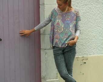 Light jersey and pastel lilac ornaments viscose tunic, square cut