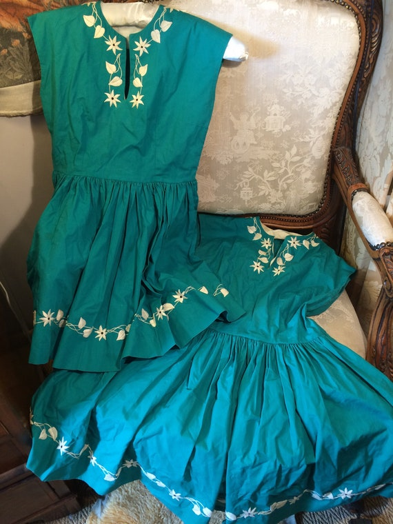 A pair or twin's dresses. 2x 30x24x27 length 70's embroidered cotton flared dresses. Unusual