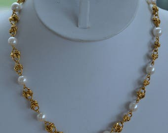 "White Faux Pearl, 8mm, Gold tone Link Necklace, Vintage, 17"" (F13)"