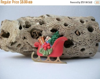 ON SALE Vintage HALLMARK Christmas Plastic Pin 91017
