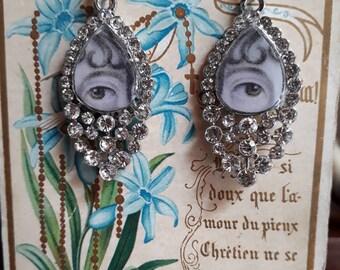 Lover's eye rhinestones earrings.