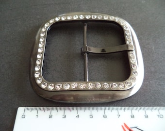 belt buckle shaped silver metal square with Rhinestones