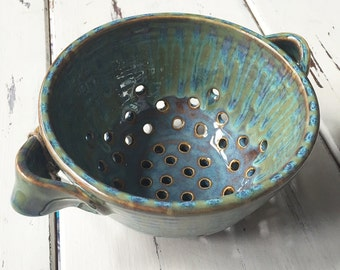Ceramic Berry Bowl in Handmade, Pottery Berry Bowl, Ceramic Colander, Ceramic Berry Basket