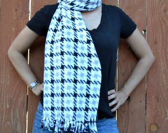 Unisex scarf,  fleece no sew scarf, neck warmer in white, black and grey plaid print