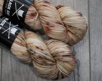 DK weight merino yarn 100% Superwash Merino Sweater weight yarn. Double Knit Weight yarn. Tatooine. Speckled beige and brown yarn