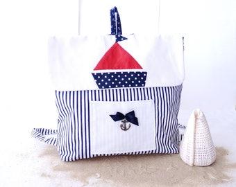 Cartable sac à dos mixte bébé/enfant style marin avec un bateau, pour la crèche ou la maternelle. Fait Main en France.