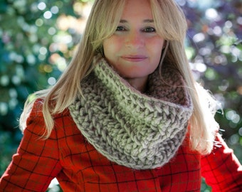 Loom Knit Chunky Lace Infinity Scarf Cowl PATTERN. Loom knit lace cowl PATTERN. Loom Knitting Patterns. PDF Download. Ladies Loom Knit Scarf