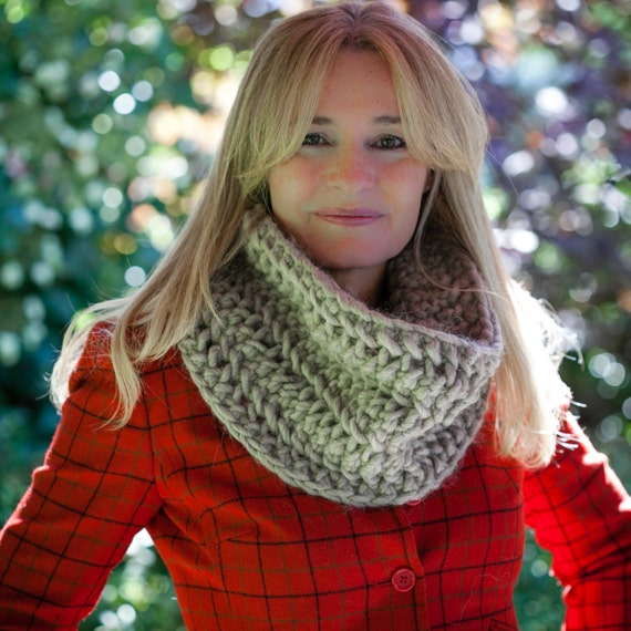 Loom Knit Chunky Lace Infinity Scarf Cowl PATTERN. Loom knit