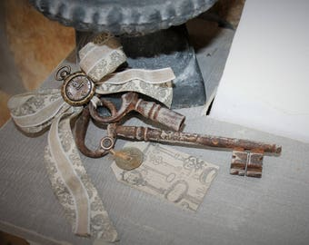 Old door key and key clock French vintage vibe