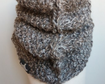Infinity knitted scarf, Knit scarf, bulky scarf, tube scarf, chunky cowl, circle scarf, Oversized scarf, Infinity scarf
