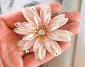 Vintage STARBURST Flower Brooch....groovy. retro. flower. 1970s. classic. atomic flower. daisy. costume jewelry. vintage brooch. wedding